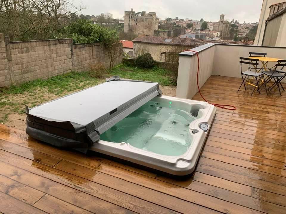 Couverture Spa Jacuzzi® - Rêve de Piscine & Spa à Nantes Carquefou La Baule Loire Atlantique (44)