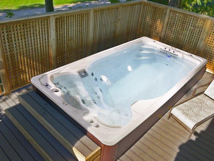 Spa de nage Swimspa Jacuzzi - Rêve de Piscine & Spa à Nantes Carquefou La Baule Loire Atlantique (44)
