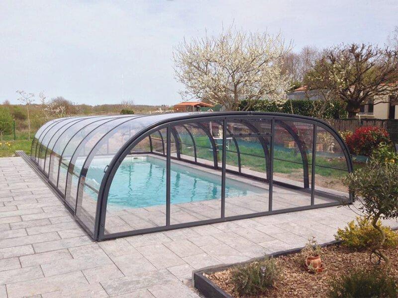 Abri piscine Abridéal pour piscine en coque polyester Alliance Piscines - Rêve de Piscine & Spa Carquefou La Baule Loire Atlantique (44)
