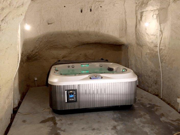 Spa Jacuzzi original dans troglodyte - Rêve de Piscine & Spa à Nantes Carquefou La Baule Loire Atlantique (44)